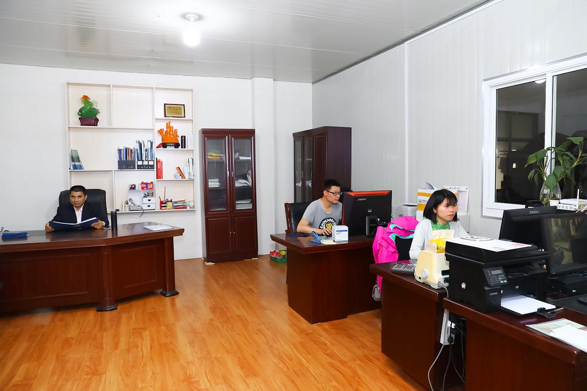 مكتب الشركة